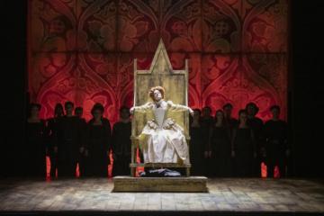 Elizabeth I sitting on throne surrounded by chorus
