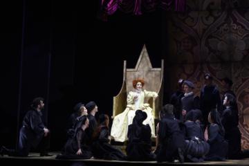 Elizabeth I with Chorus