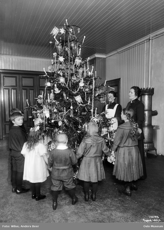 Juletre på Frelsesarmeens barnehjem 1911