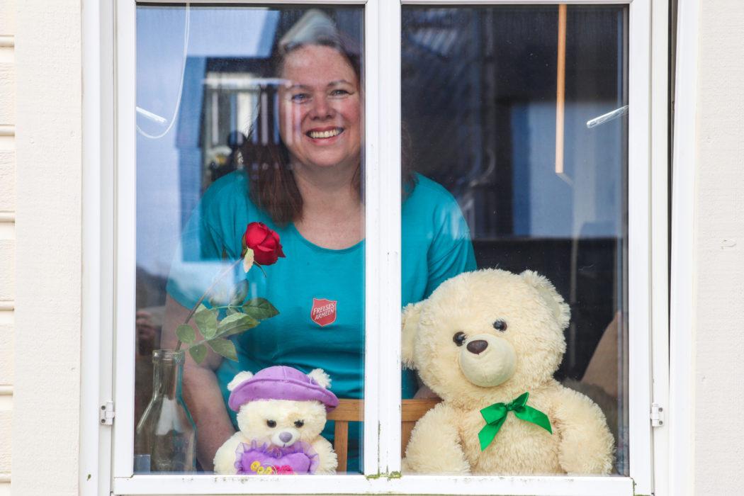 Ester van Gooswilligen og bamser i koronatid