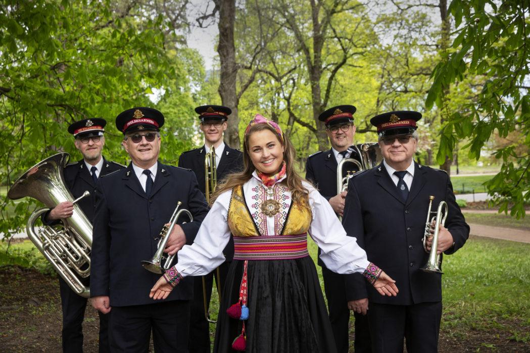 Helene Bøksle og musikanter fra Frelsesarmeen