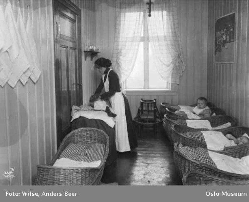 OB Y4341 Frelsesarmeens barnekrybbe Maridalsveien foto Anders Beer Wilse 1910