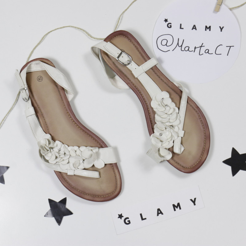 Sandalias blancas flores || Detalle del producto || Glamy