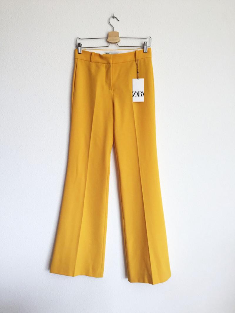 pantalón amarillo zara