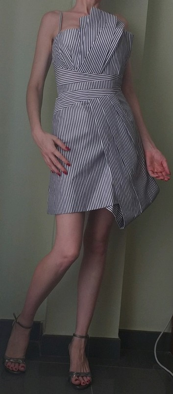 Elegante y estiloso vestido Karen Millen