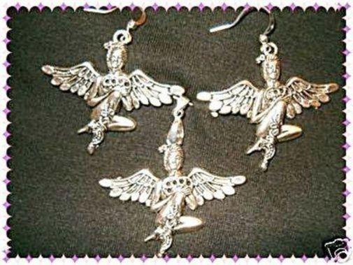 Conjunto de pendientes y colgante chapados en plata