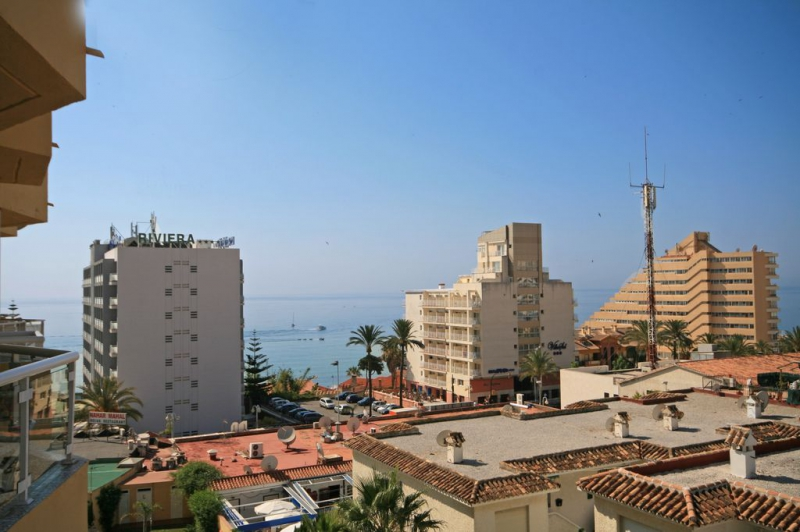2 Bedroom Holiday Apartment in Benalmadena with View from Terrace