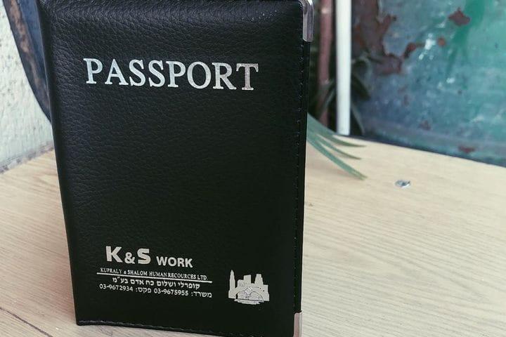 דרכונים ממותגים