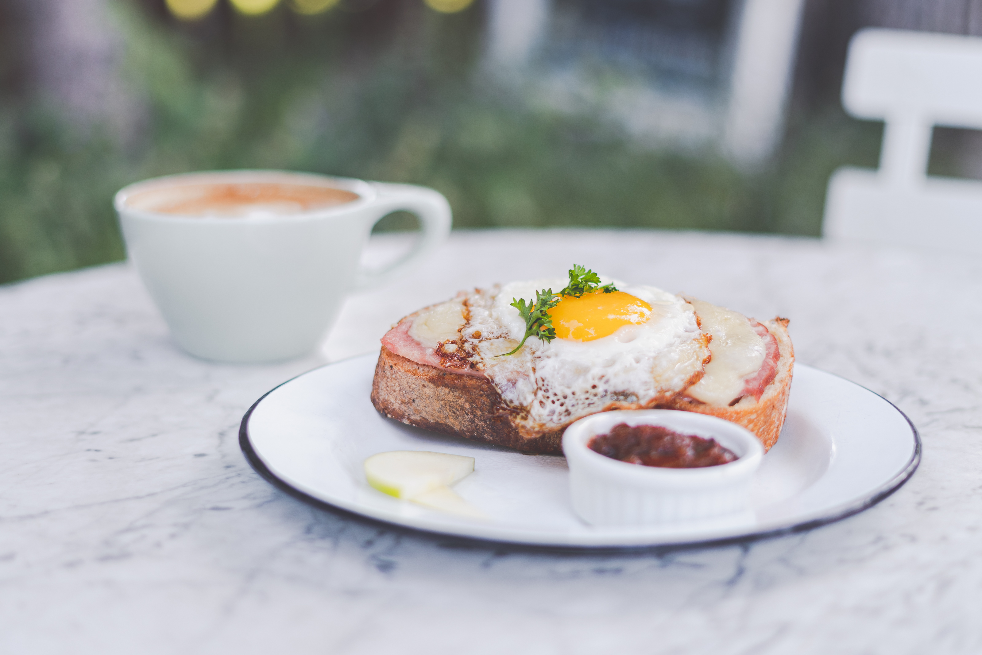 Chic Cafés & Delightful Dishes