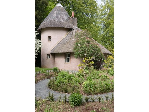 Thatched house at Mellerstain gardens