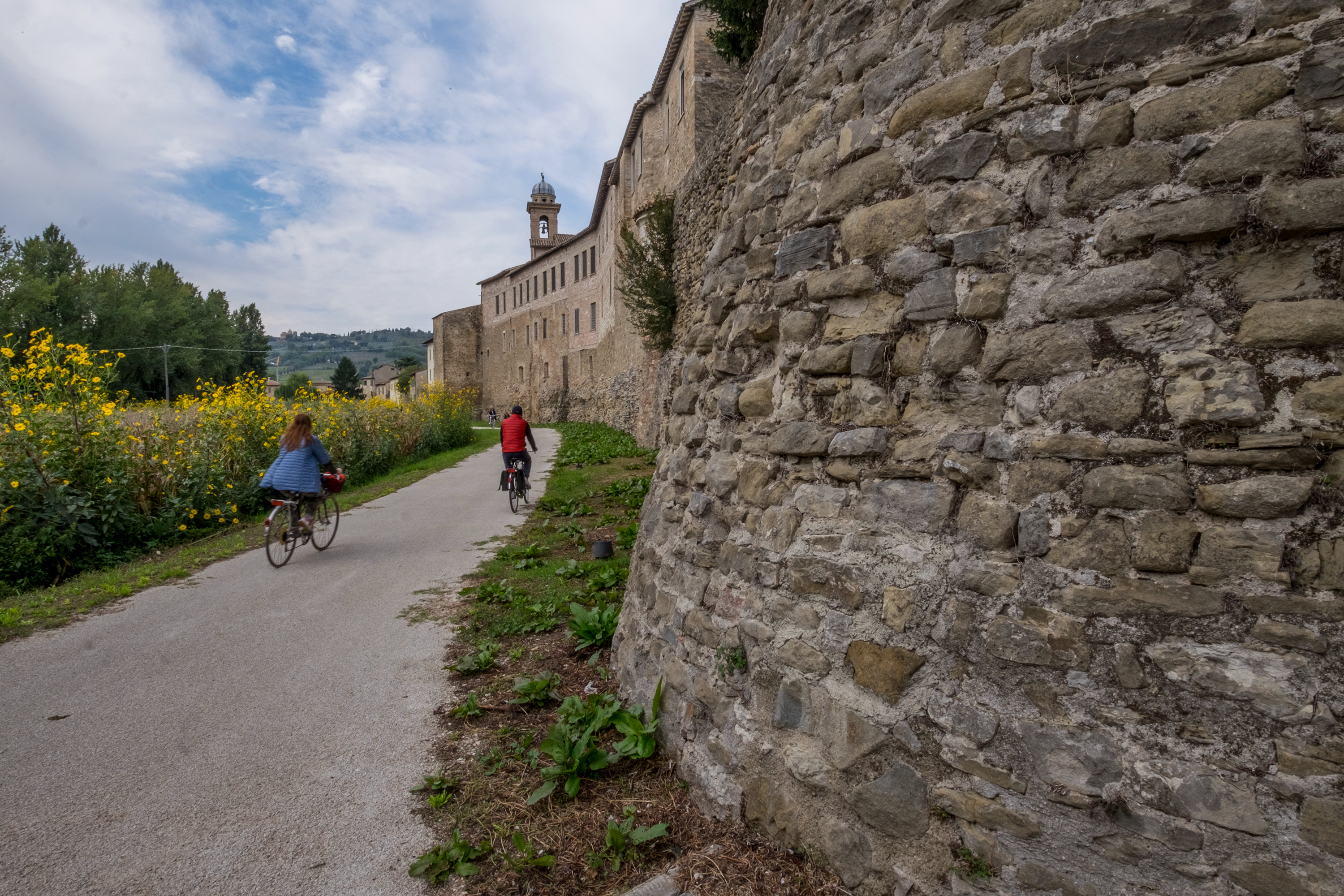 Cyclists in Umbria