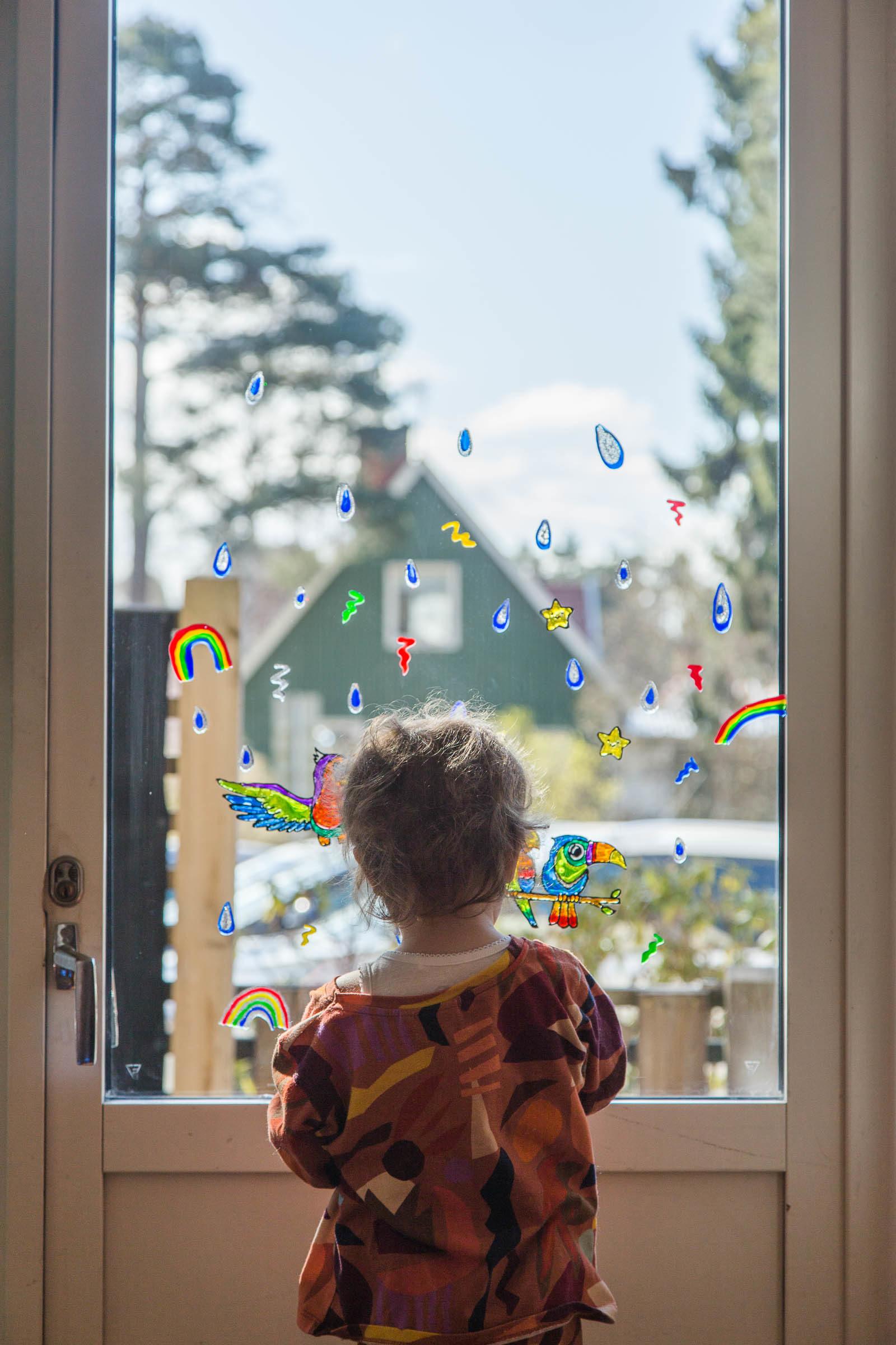 Måla på fönster - Fönsterfärg och fönsterstickers