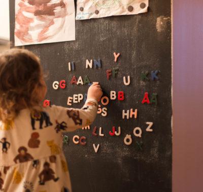 Tips för små barn som är nyfikna på bokstäver