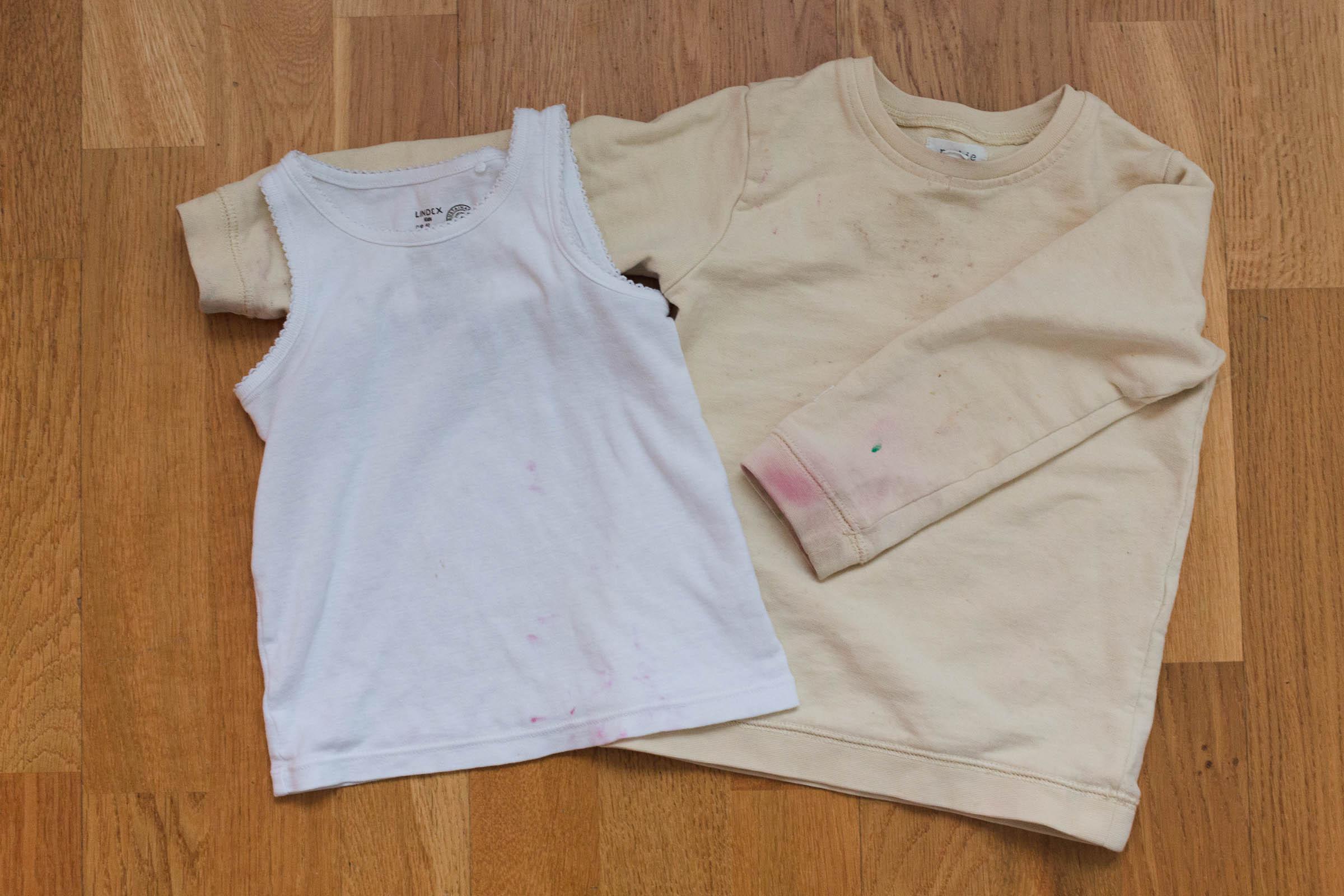 Färga om fläckiga barnkläder