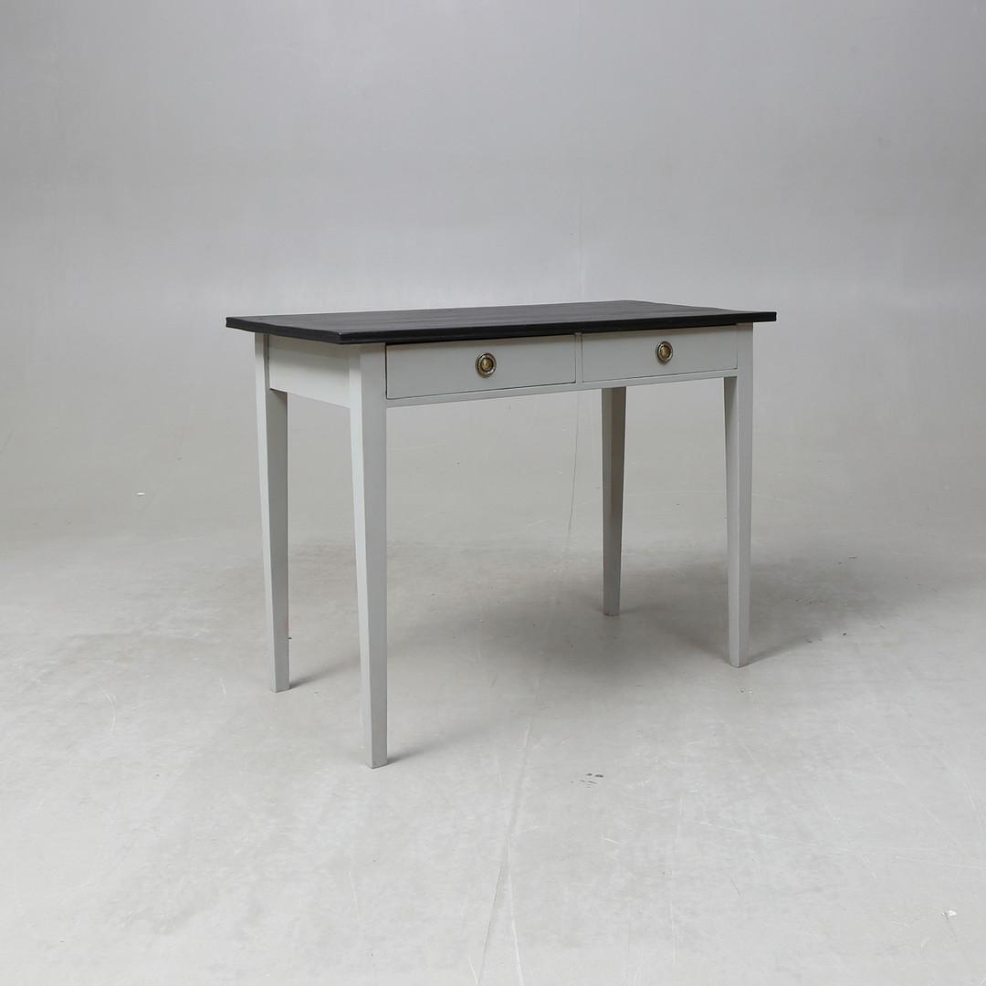 Vitt skrivbord i sengustaviansk med två lådor