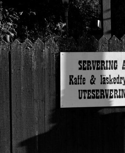 Gammeldags skylt till café, Gamla Linköping.