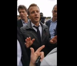 Emmanuel Macron pris à partie aux Tuileries