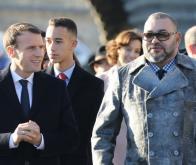 Le roi Mohammed VI, le prince héritier Moulay Hassan et le président français Emmanuel Macron, 12/12/2017 à Paris ©️ AFP