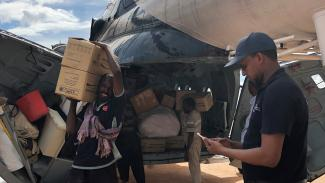Ali, on the right, checking relief items in Beletwyne — one of the worst flood-affected areas of Somalia. Photo: WFP/Ali Yackub