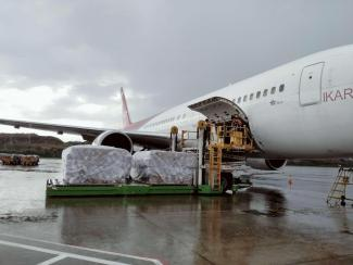 Cargo getting boarded on the plane for departure. Photo: WFP/WFP Global Services Team