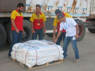 Airlift to Syria - UPS and WFP officers preparing cargo