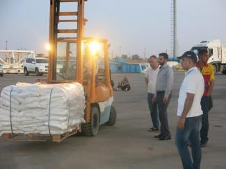 Airlift to Syria - Forklift carrying cargo