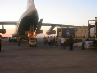 Airlift to Syria - Loading cargo on plane