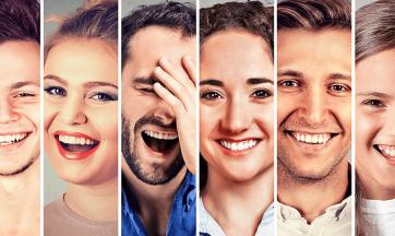 Verschiedene Menschen lachen