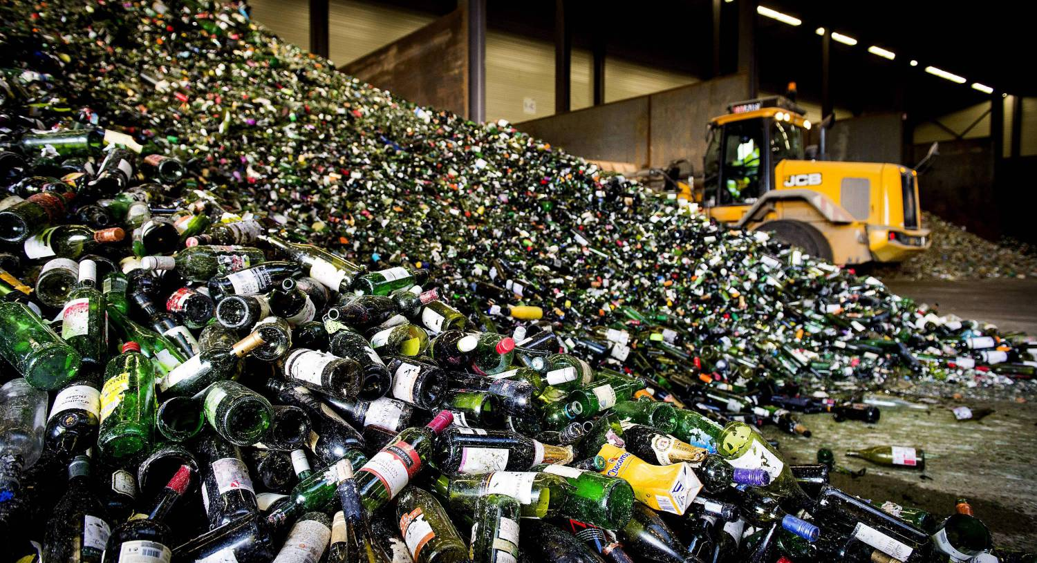 Victoria White: We need refundable deposits for bottles to tackle littering