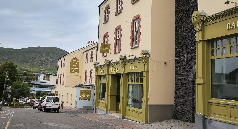 Cork to Cahersiveen - 3 ways to travel via train, bus, and car