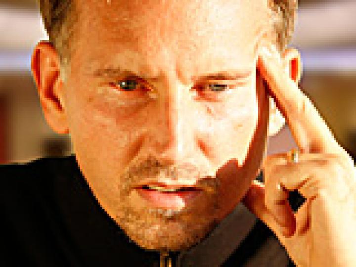 Poker fermé limite - Article 11: la théorie des jeux médians