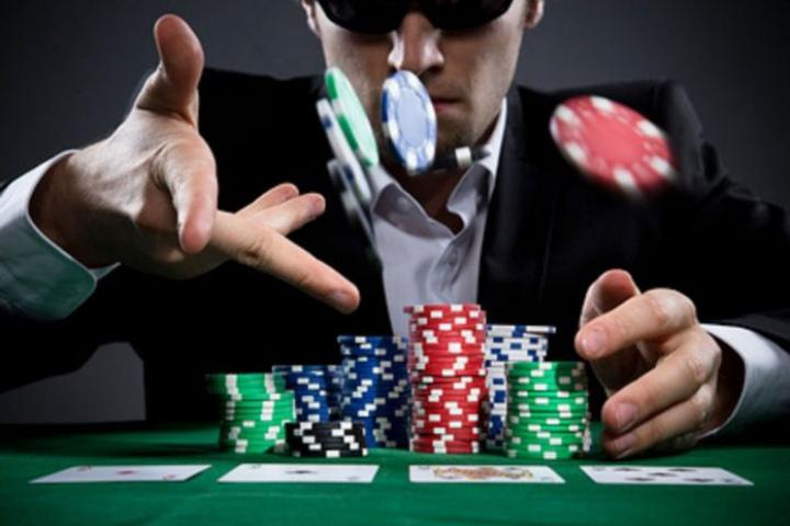 L'importance de miser au poker