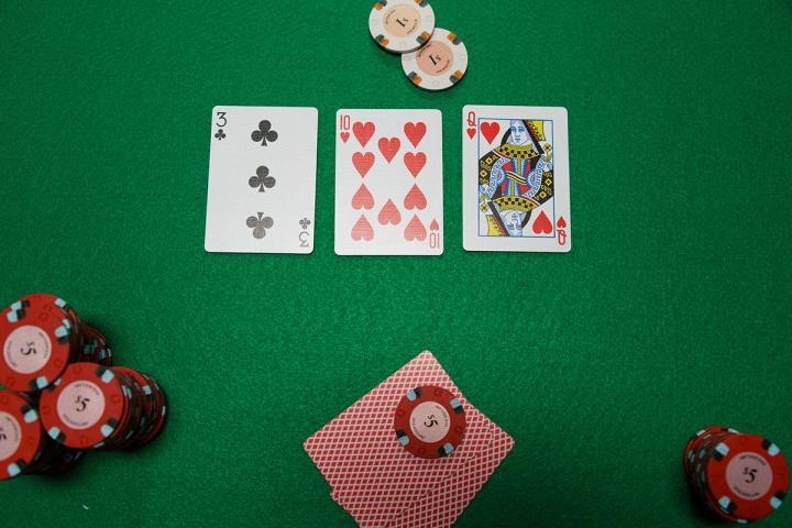 Quizz sur les ranges en cash game : Qui touche le board ?