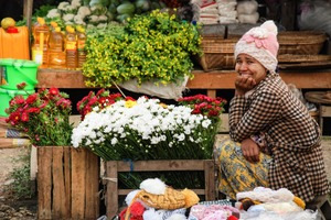 Flower seller in Mawlaik, Myanmar