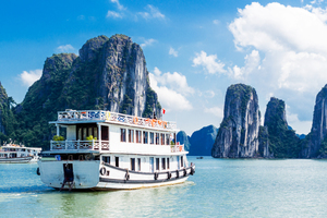Junk boat in Ha Long Bay, Vietnam