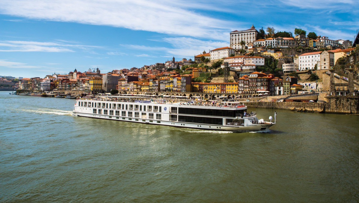 Queen Isabel on the Douro