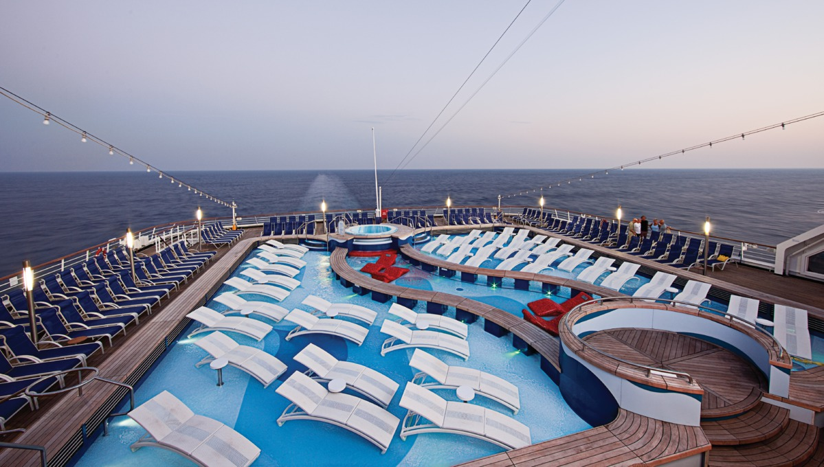 Holland America Line cruises - MS Rotterdam pool deck