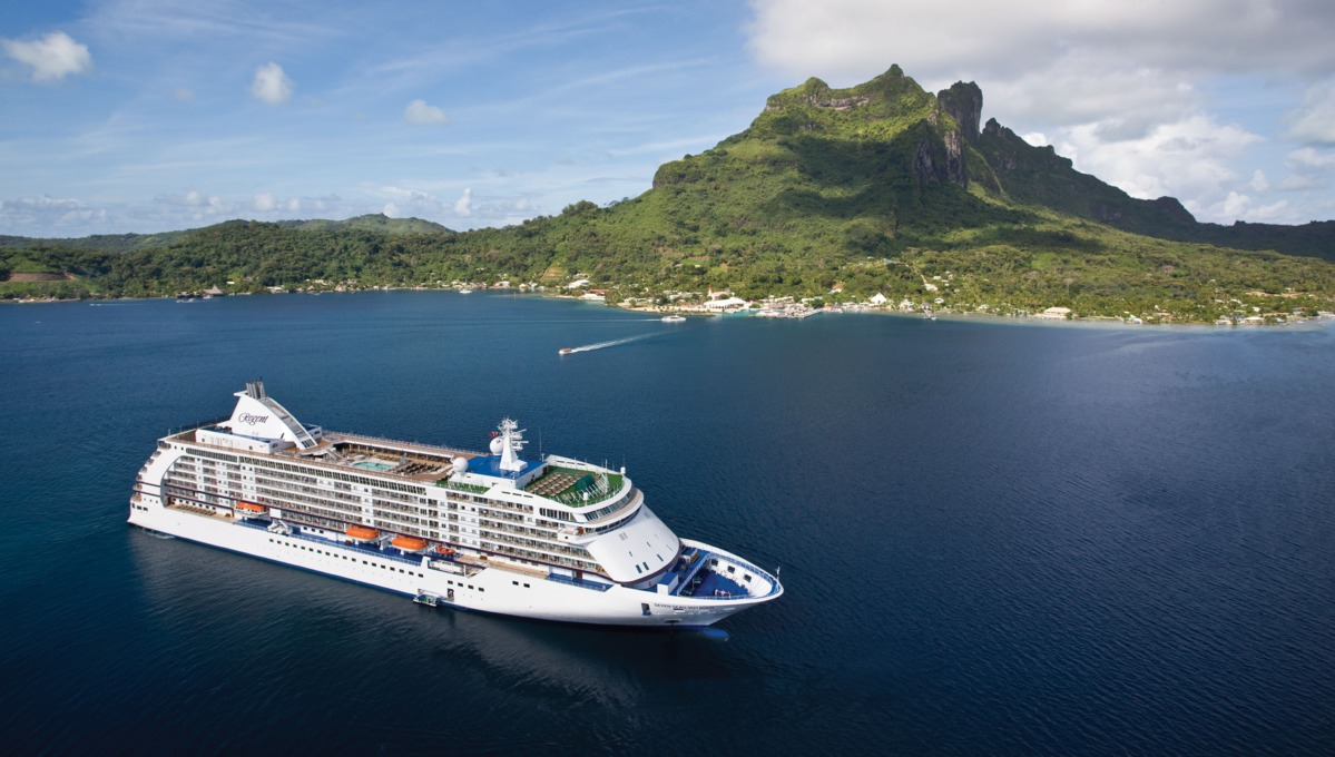 World Cruise - Regent Seven Seas Voyager in Tahiti