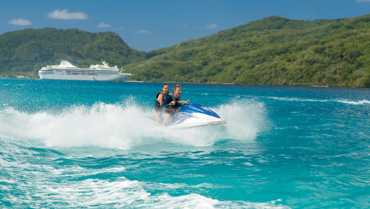 Honeymoon cruises - Couple jetskiing on a Paul Gauguin cruise