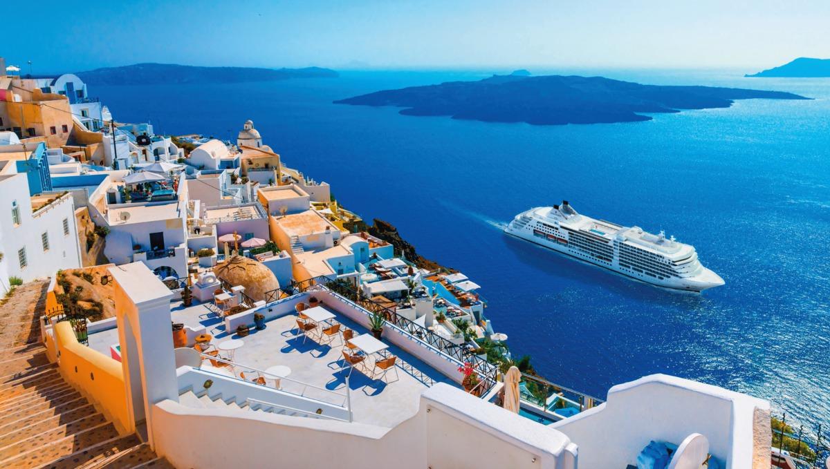 Silversea - Silver Muse in Santorini