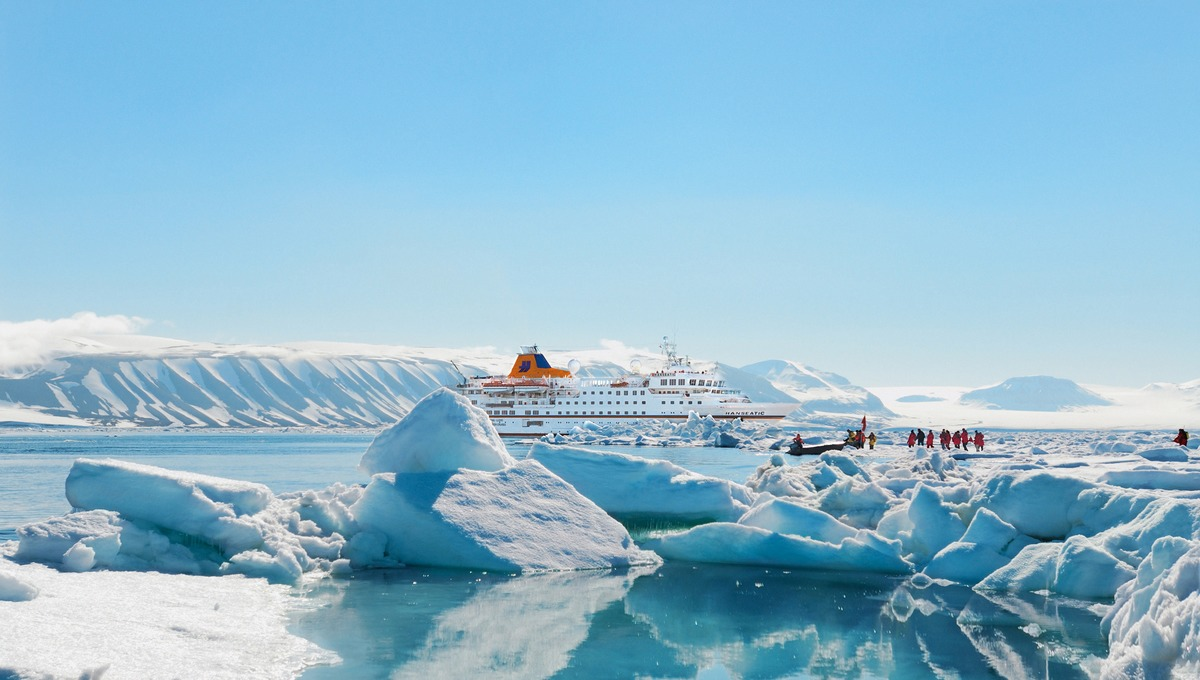 Hapag-Lloyd Cruises - Hanseatic on an Arctic expedition