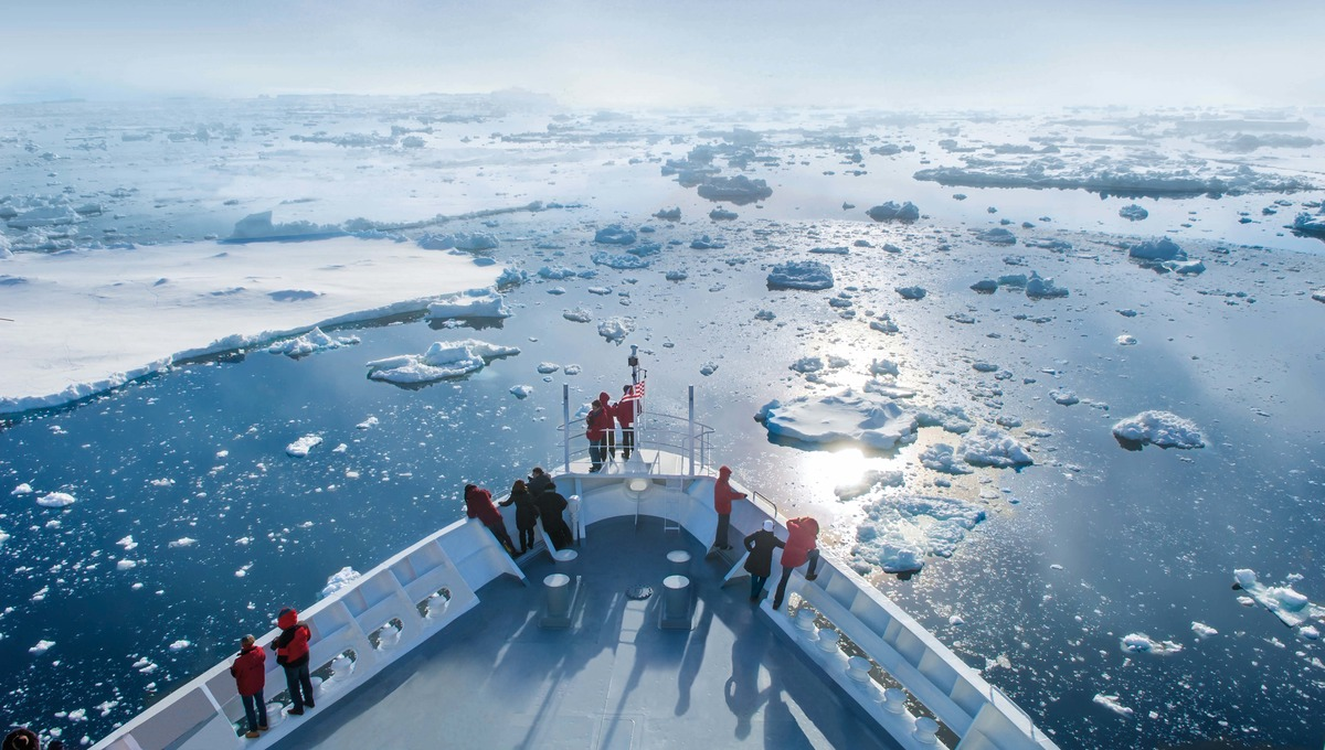 Hapag-Lloyd Cruises - MS Bremen in Antarctica