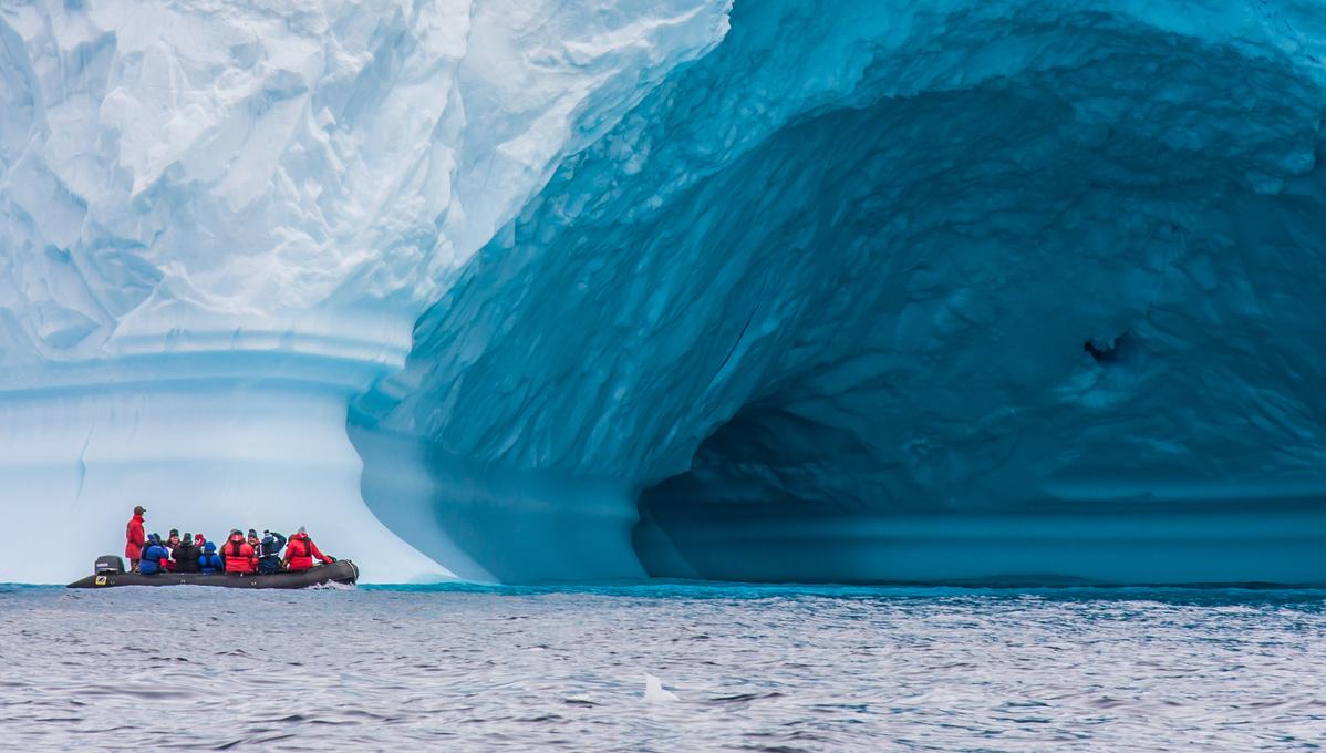 Polar cruises - Zodiac in Antarctica