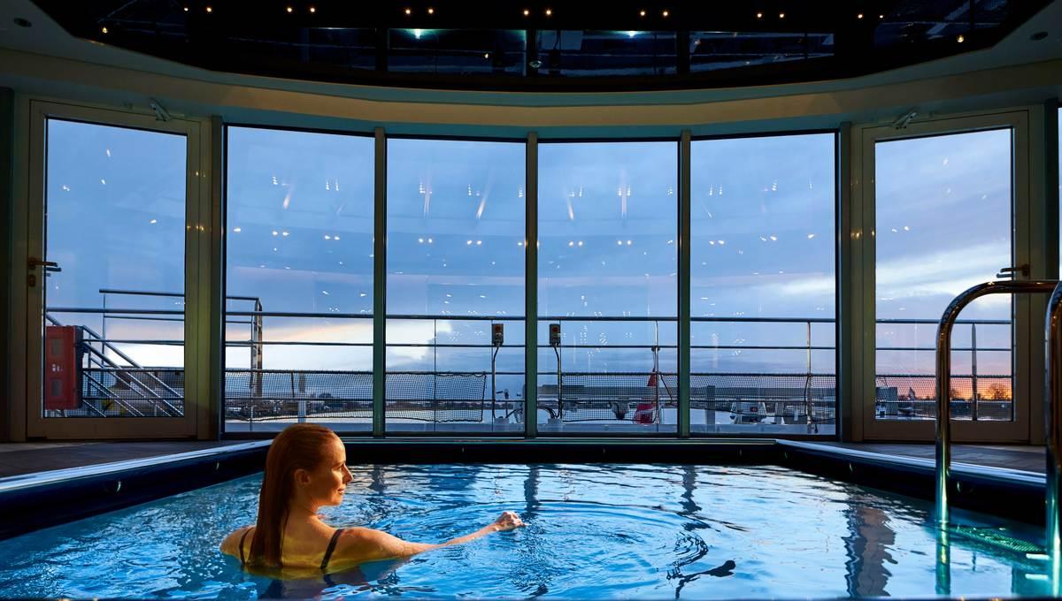 Crystal Rhine Class - Pool