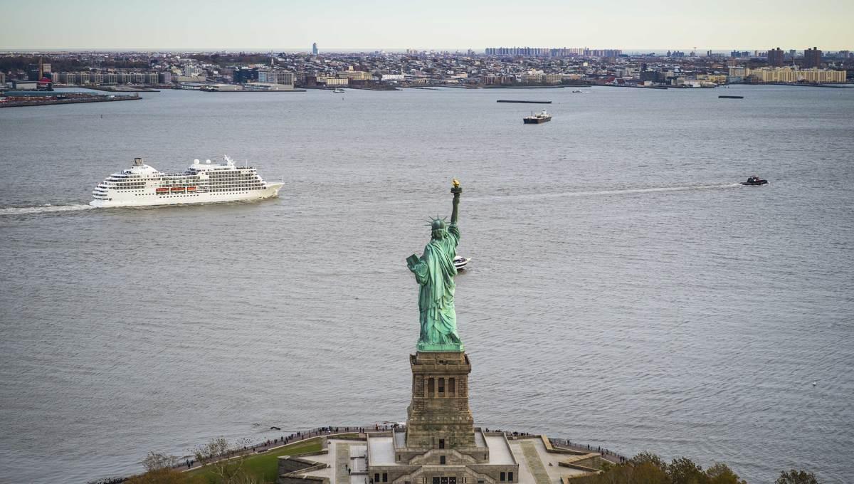 Regent Seven Seas Navigator in New York