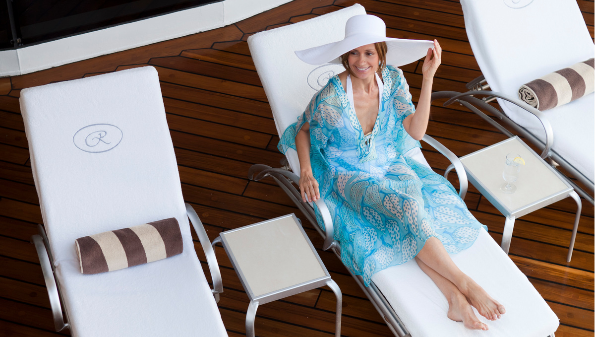 Regent Seven Seas Mariner - Woman on pool deck