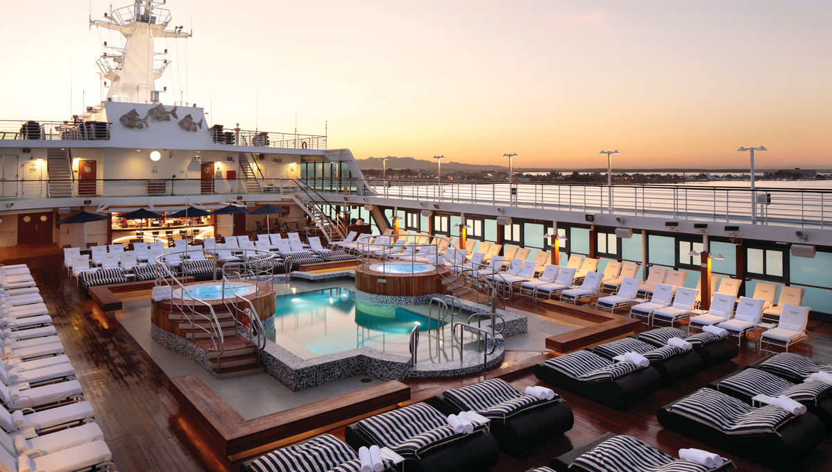OceaniaNEXT - Insignia pool deck