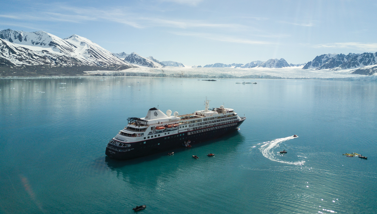 Silversea Expeditions - Silver Cloud in Svalbard