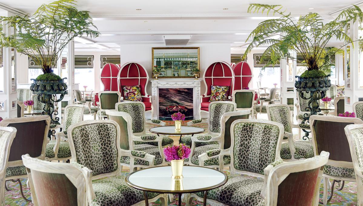 Uniworld - S.S. Catherine - Van Gogh Lounge