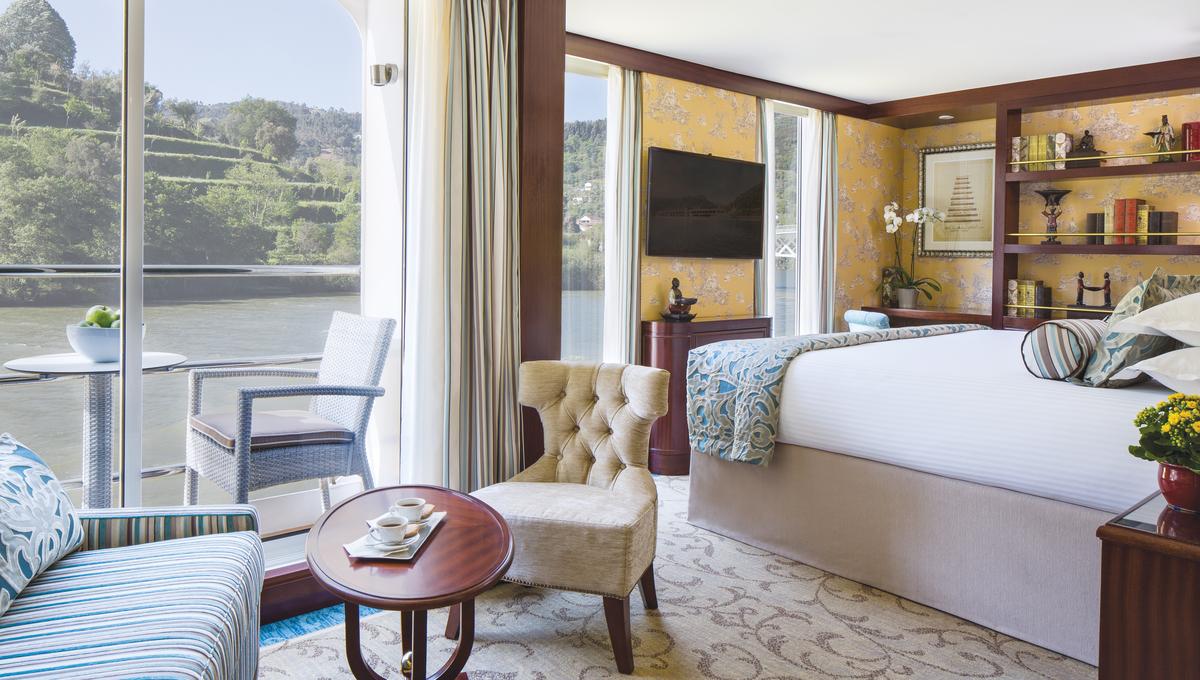 Uniworld Queen Isabel - Balcony Suite